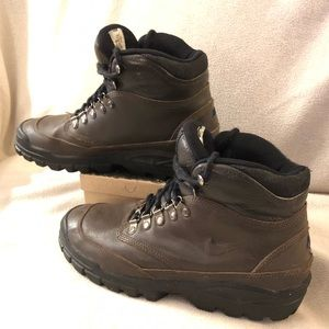 Nike Air Boots Size 8 - Almost New!